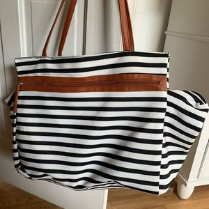 DSW Large Zippered Tote